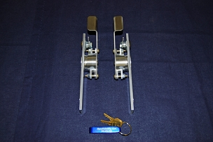 Original Latch Set Left and Right | Closed Position